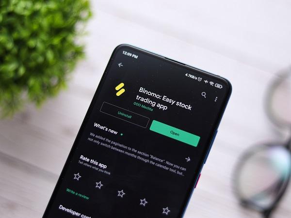 Cek Legalitas Perusahaan Seperti Binomo dan Lainnya Ada di Aplikasi HP Handphone - Pelajaran dari Binomo, Penipuan yang Menuai Kontroversi