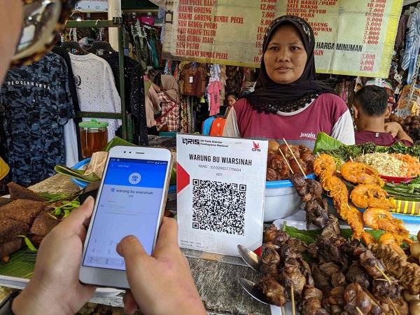 Transaksi Pembelian dan Pembayaran Makanan Menggunakan DANA Dompet Digital Indonesia