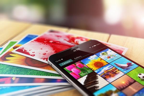 Ilustrasi Galeri Ponsel dan Pertanyaan Umum Seputar Cara Mengembalikan Foto yang Terhapus di HP
