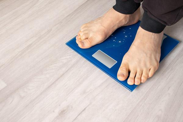 cara menjaga kesehatan ginjal dengan mengontrol berat badan