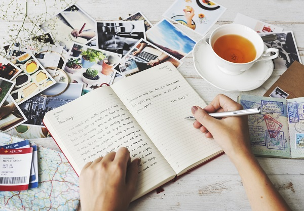 Buat Jurnal Pribadi untuk Mencatat Perubahan Mood atau Perasaan - Cara Menghilangkan Stres untuk Tenangkan Hati dan Pikiran
