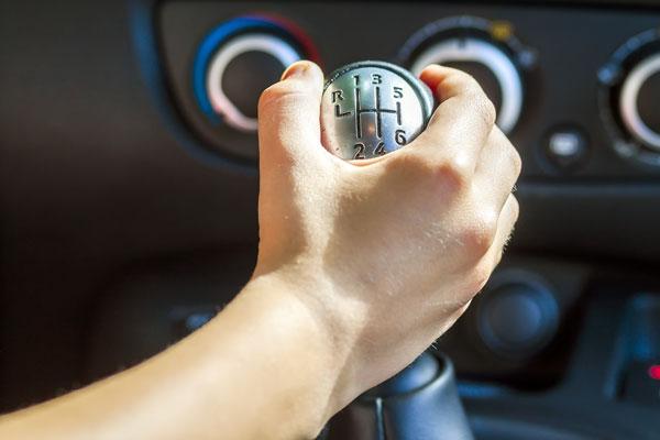 gigi mobil manual fungsi - Kenali Fungsi Gigi Mobil Manual & Cara Mengemudikannya