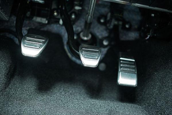 gigi mobil manual kesalahan - Kenali Fungsi Gigi Mobil Manual & Cara Mengemudikannya